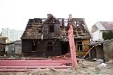 Białystok. Szkodliwy azbest po pożarze na osiedlu Bema. Mieszkańcy boją się o swoje zdrowie (zdjęcia)