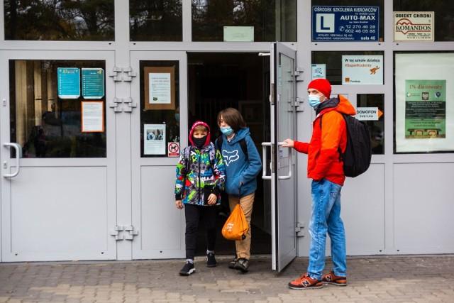 MEiN poinformował jak będzie wygadała nauka w województwach objętych restrykcjami