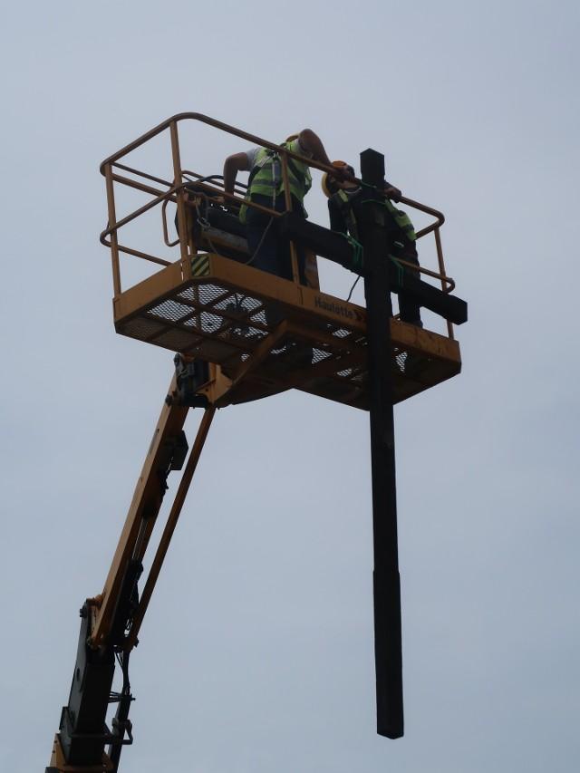 Krzyż przy kopalni Wujek został już oddany do renowacji.