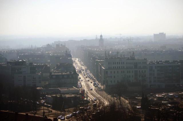 Poznań jest jednym z tych miast, gdzie corocznie odnotowujemy przekroczenia dopuszczalnych do atmosfery pyłów zawieszonych PM10 i PM2,5.