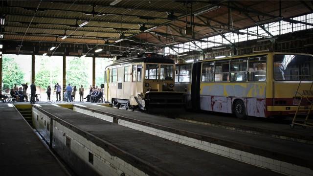 W zajezdni Dąbie stoi dziś kilka zabytkowych pojazdów wrocławskiej komunikacji miejskiej