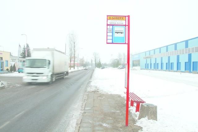 Na przystanku przy ulicy Przędzalnianej nie ma wiaty. Pasażerowie chcieliby, aby tam stanęła, żeby mogli chronić się przed  śniegiem czy wiatrem.