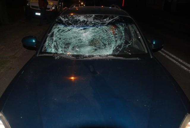 63-latek nagle wtargnął pod koła daewoo. W ciężkim stanie trafił do szpitala.