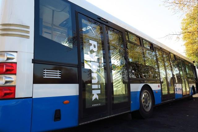 Na ulice Rybnika wyjechało 5 nowych autobusów. Można w nich płacić kartą zbliżeniową!