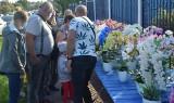 Niedzielny targ w Wierzbicy cieszył się sporym zainteresowaniem. Duży ruch, byli handlujący i kupujący (ZDJĘCIA)