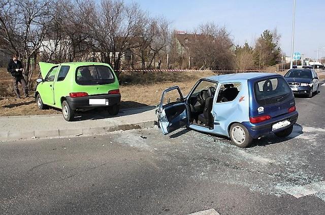 Dwa fiaty seicento zderzyły się w Brodnicy. Pięć osób odniosło obrażenia. Fot. (nadesłane)