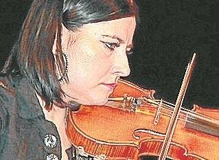 Salonową Orkiestrę Zdrojową prowadzi kapelmistrz Patrycja Jarosz.