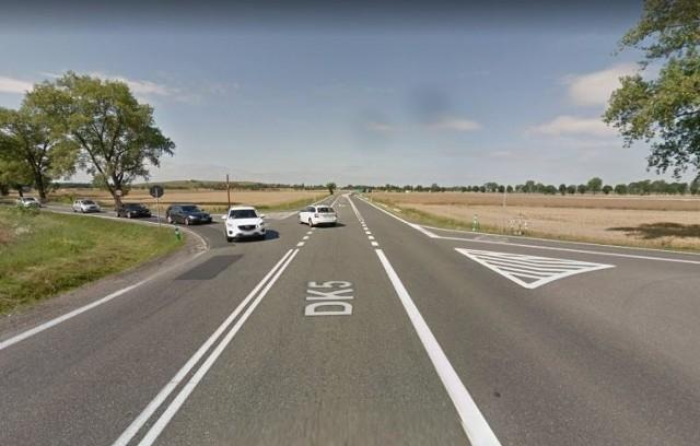 Skrzyżowanie w ciągu DK5 koło Mielęcina doczeka się przebudowy w czterowlotowe rondo.