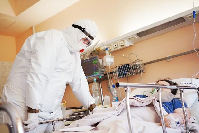 Nowego wirusa cechuje podwyższona śmiertelność i nasilone objawy kliniczne, w tym bóle mięśni, stawów i ciężki kaszel