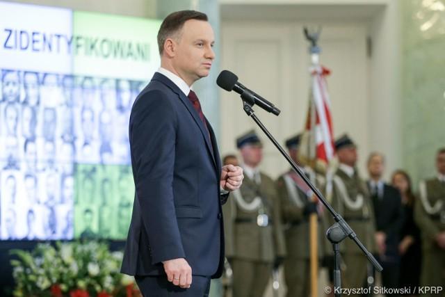 W czwartek prezydent Andrzej Duda wręczył noty identyfikacyjne członkom rodzin 21 ofiar totalitaryzmów