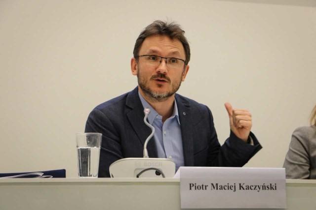 Piotr Maciej Kaczyński: - Polityka europejska jest trudna, bo rzeczywistość jest złożona. Są takie sprawy, które społeczeństwa czują lepiej niż politycy, np. przepływ ludności w ramach UE, nierównowagi ekonomiczne poszczególnych krajów, standardy życia, poczucie godności.