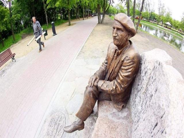 Julian Rydzkowski, wybitny regionalista i twórca muzeum, ma już swoją ławeczkę w parku 1000-lecia. Nagroda dla miasta na pewno by go ucieszyła