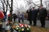 Złożono znicze i kwiaty pod pomnikiem ofiar katastrofy Międzynarodowych Targów Katowickich. 14 lat temu zginęło tam 65 osób