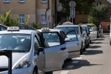 Brutalny napad na taksówkarza: bili go w aucie i wlewali alkohol do gardła