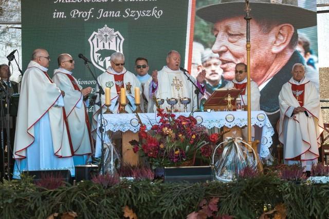 Przez wiele lat patronat nad uroczystością sprawował śp. prof. Jan Szyszko, któremu były poświęcone tegoroczne obchody Hubertusa. Głównym celem wydarzenia jest zgłębianie wartości związanych z szacunkiem człowieka do polskich lasów i zwierzyny.
