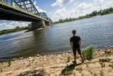 Awaria oczyszczalni ścieków w Warszawie. Nieczystości płyną Wisłą do regionu