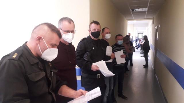 Szczepienia strażaków z Inowrocławia i powiatu inowrocławskiego rozpoczęły się 29 marca w Szpitalu Wielospecjalistycznym im. dr Ludwika Błażka w Inowrocławiu