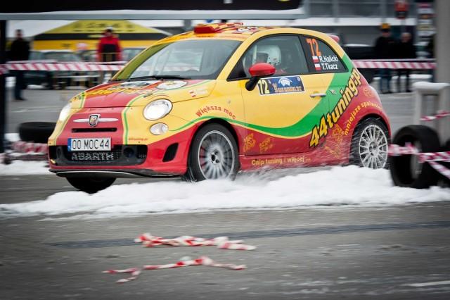 Opolski kierowca rajdowy  Robert Halicki i jego pilot Tomasz Tkacz mają co prawda w rezerwie zimowe opony, ale liczą, że jednak nie będą musieli ich zakładać podczas Rajdu Świdnickiego - Krause.