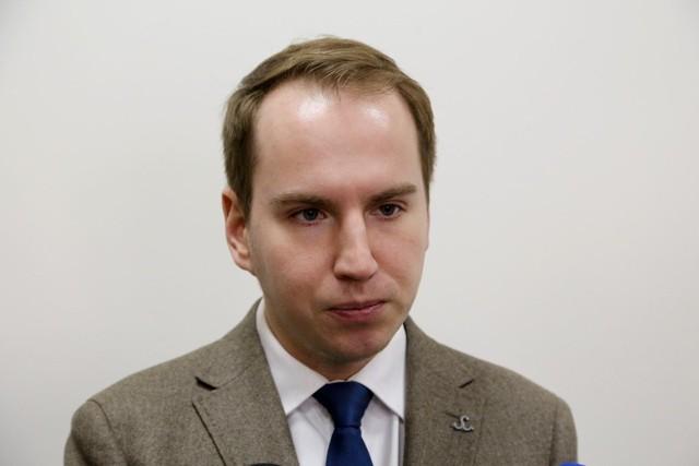 Adam Andruszkiewicz, wiceminister cyfryzacji, rosyjskim agentem? Jest raport. PO żąda wyjaśnień