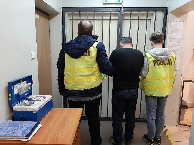 Pościg policjanta po służbie za Gruzinem. Włamał się do samochodu zrabował reklamówkę. Było w niej prawie milion złotych!