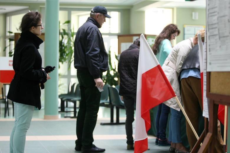 Cisza wyborcza rozpoczyna się dokładnie o północy, dzień przed głosowaniem i trwa aż do zamknięcia wszystkich lokali wyborczych.