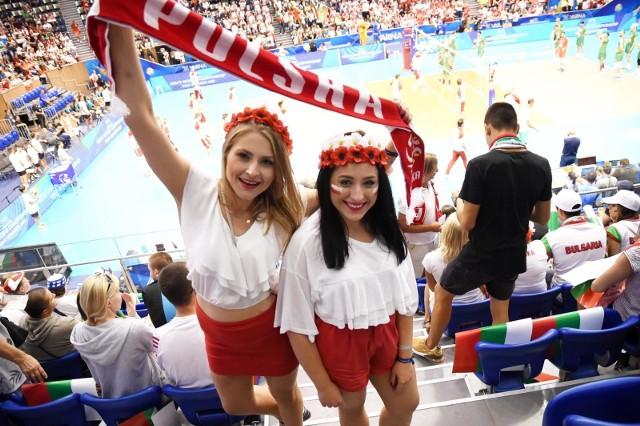 SIATKÓWKA. MISTRZOSTWA ŚWIATA. Reprezentacja Polski wygrała 3:1 z Bułgarią i zajęła pierwsze miejsce w grupie D. Zaskakujące było, że w starciu z gospodarzami w hali było mniej więcej tyle samo fanów z Polski, co z Bułgarii. Zobacz galerię kibiców z meczu Polska - Bułgaria.