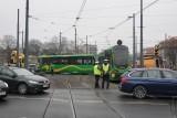 Tramwaj wykoleił się na rondzie Jana Nowaka-Jeziorańskiego w Poznaniu. Wstrzymano ruch tramwajowy