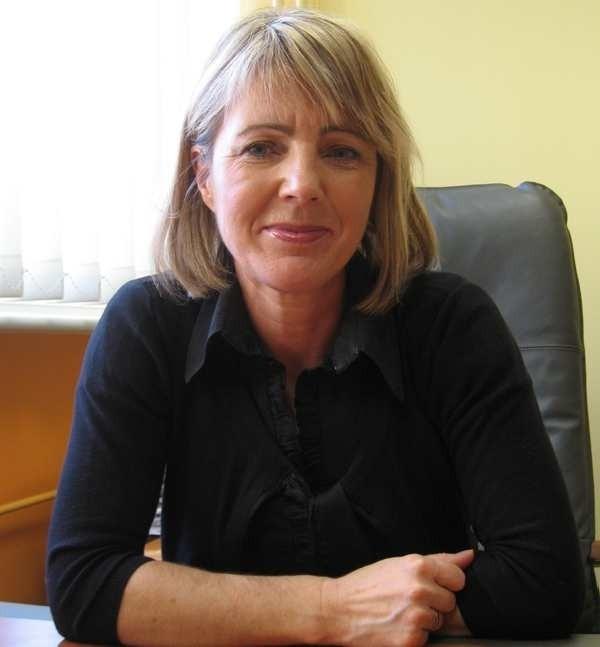 ELŻBIETA LIGENZAPełni obowiązki dyrektora PCPR-u. Wcześniej prowadziła działalność gospodarczą. Przez cały czas zawodowo związana jest ze szkolnictwem. Udzielała się społecznie. Z wykształcenia socjolog. Wolny czas spędza z wnuczką.