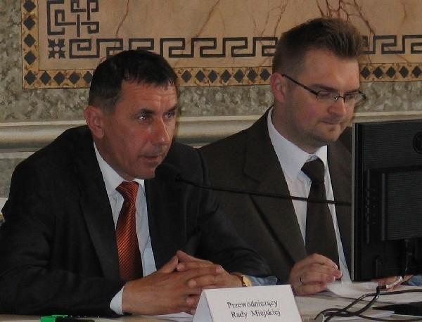 """W Klubie Radnych """"Nasz Przemyśl"""" znaleźli się przewodniczący Rady Miejskiej Rafał Oleszek (nz. z prawej) i wiceprzewodniczący Janusz Zapotocki."""