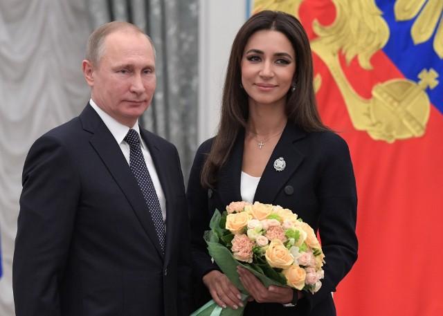 Władimir Putin i piosenkarka Zarifa Mgojan