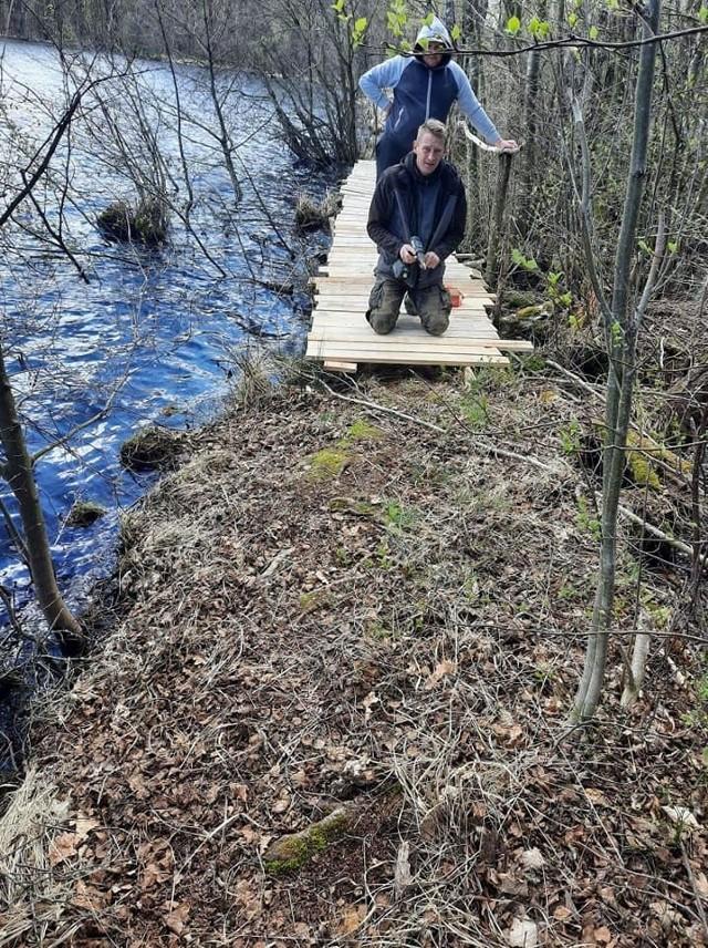Wędkarze naprawili pomost i posprzątali jezioro.