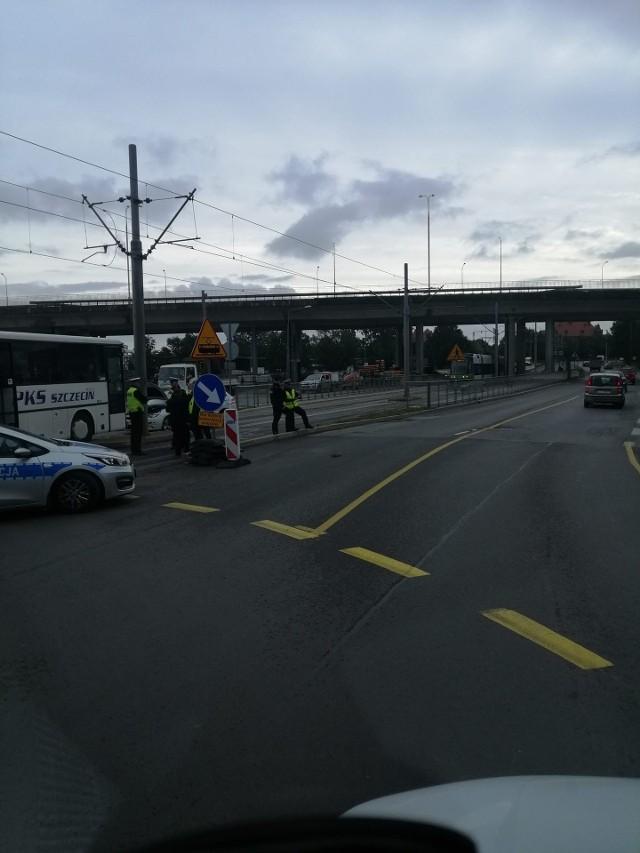 Wypadek na ul. Energetyków w Szczecinie. Samochód osobowy zderzył się z autobusem PKS