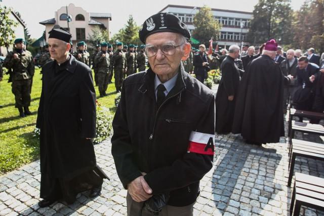 Dzisiaj, w 77. rocznicę powstania Polskiego Państwa Podziemnego i Szarych Szeregów w kościele św. Krzyża w Rzeszowie i pod pomnikiem żołnierzy Armii Krajowej, odbyły się patriotyczne uroczystości.