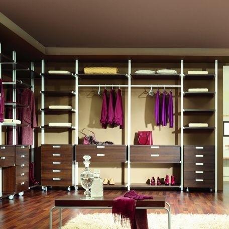 Szuflady, półki, wieszaki to podstawa dobrej garderoby