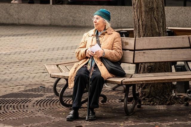 W niektórych przypadkach ZUS wypłaci emeryturę po zmarłym małżonkowi lub dzieciom