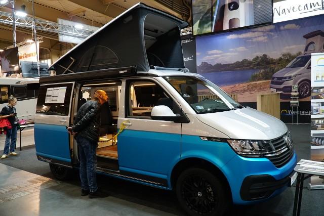 Campery wyposażone są we wszystkie niezbędne do życia w nich meble i przedmioty. Ceny nowych samochodów zaczynają się od min. 200 tys. zł. Zobacz kolejne -->
