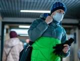 Rosjanie zmagają się z pandemią. Luzowanie obostrzeń. Rekordowo niskie poparcie dla Putina