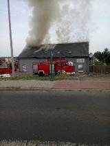 Pożar w Knurowie. Pali się budynek handlowo-usługowy ZDJĘCIA