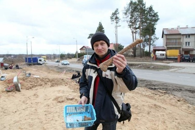 Ludzkie kości wykopali robotnicy remontujący ulicę Zambrowską