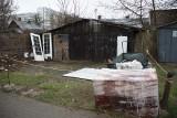 Białystok. Śmieci i złom na posesji przy ulicy Żelaznej. Interweniowaliśmy. Straż miejska sprawdzi sprawę