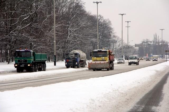 Urzędnicy zbyt późno ogłosili przetargi na zimowe i letnie utrzymanie dróg