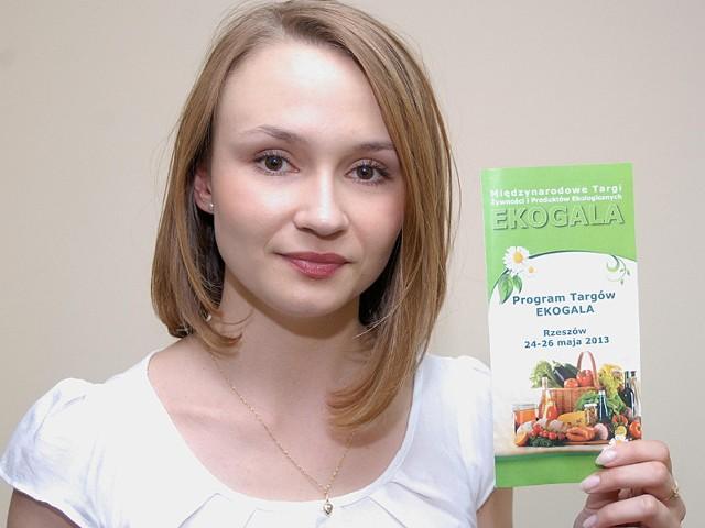 """Alicja Wojdon, kierownik biura Związku Stowarzyszeń """"Podkarpacka Izba Rolnictwa Ekologicznego"""" w Świlczy zapewnia, że program targów jest bardzo bogaty."""