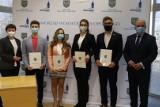 Opole. Studenci medycyny dostali stypendia marszałka