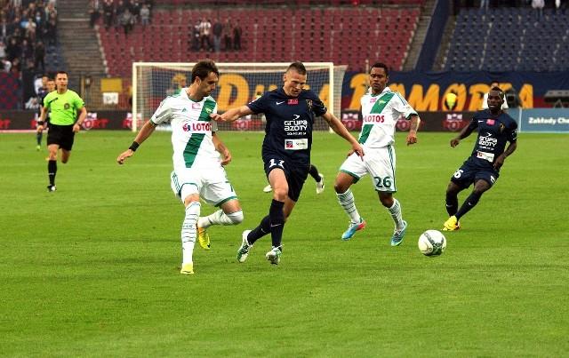 Fragment ubiegłorocznego meczu Pogoni z Lechią w Szczecinie zakończonego remisem 1:1.