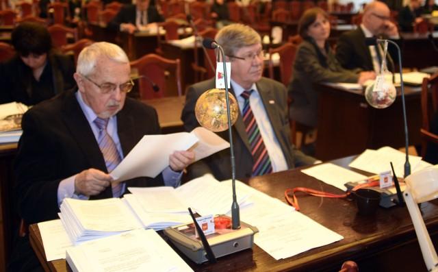 Radni SLD Matuszewski i Skwarka (od lewej) podczas sesji