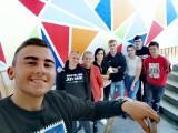 """Włoszczowski """"Staszic"""" wypiękniał - świetna artystyczna akcja uczniów dzięki Fundacji Jesteśmy Blisko [ZOBACZ ZDJĘCIA]"""