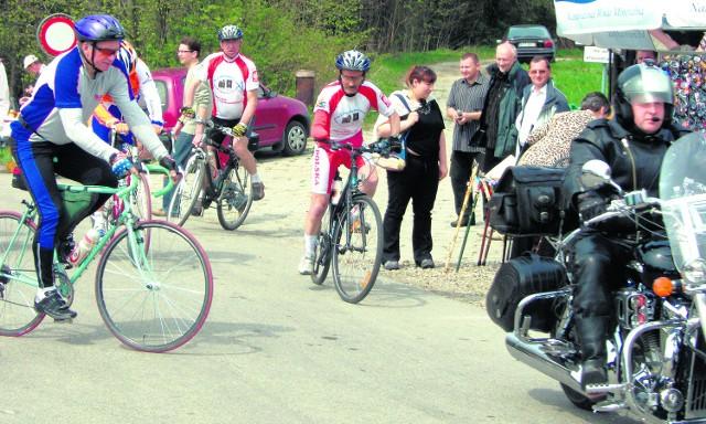 Zawodnicy wyruszyli na rowerach spod zamku w Czorsztynie, a zakończyli na Polanie Sosny w Niedzicy
