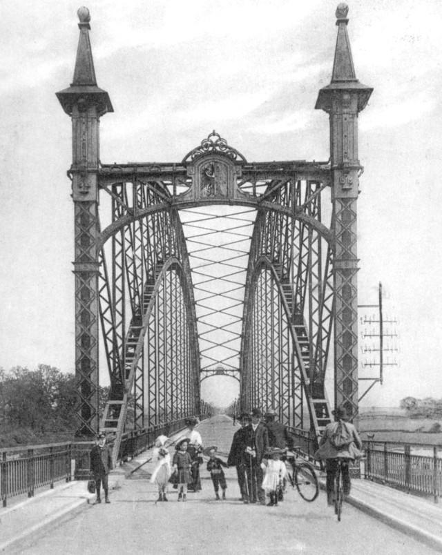Most odddano do użytku w 1907 roku. Konstrukcja powstała w zielonogórskich zakładach Beuchelta