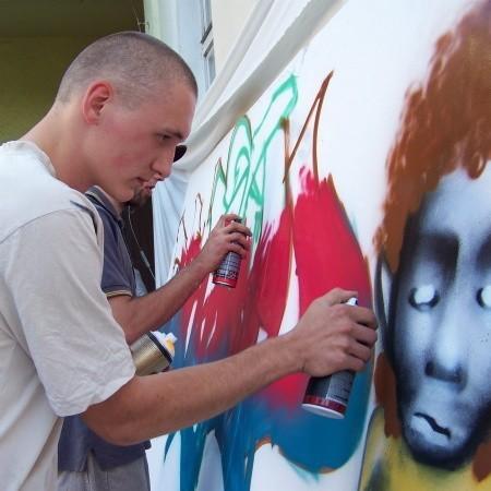 """Graffiti wyprowadziło Marka Zawiślaka z kłopotów. Dla niego to kawał życia i stąd jego udział w """"Warzelni""""."""