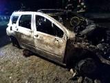 Śmiertelny pożar w Andrzejówce w gminie Policzna. W garażu zapalił się samochód osobowy. Strażacy znaleźli w budynku zwłoki człowieka